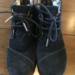 Toms black suede heels